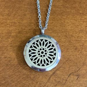 Jewelry - NEW Sunflower Diffuser Necklace